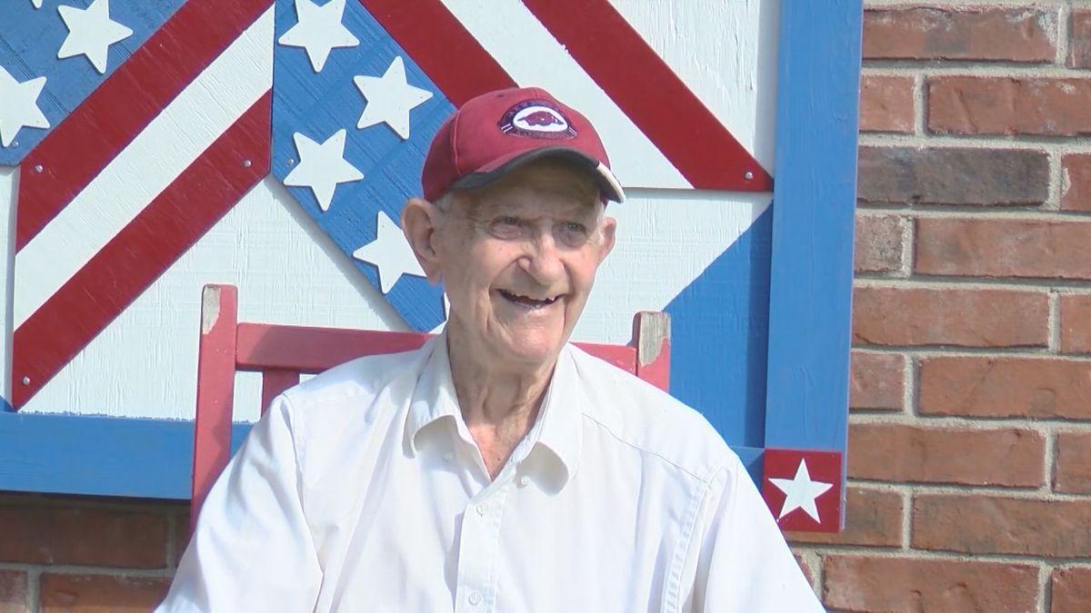WWII veteran turns 94 and asks to receive cards from the community.