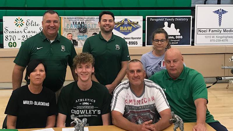 GCT basketball standout Hunter Wilkerson signed with Crowley's Ridge College.