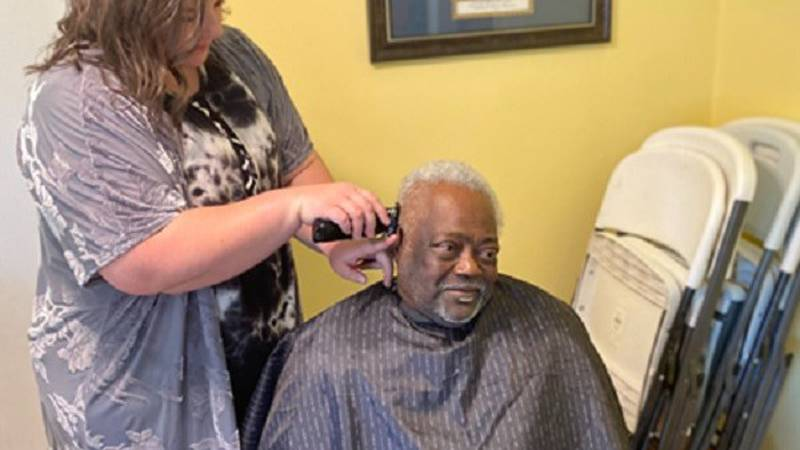 Some homeless veterans were given free haircuts to boost their self-esteem in Poplar Bluff, Mo.