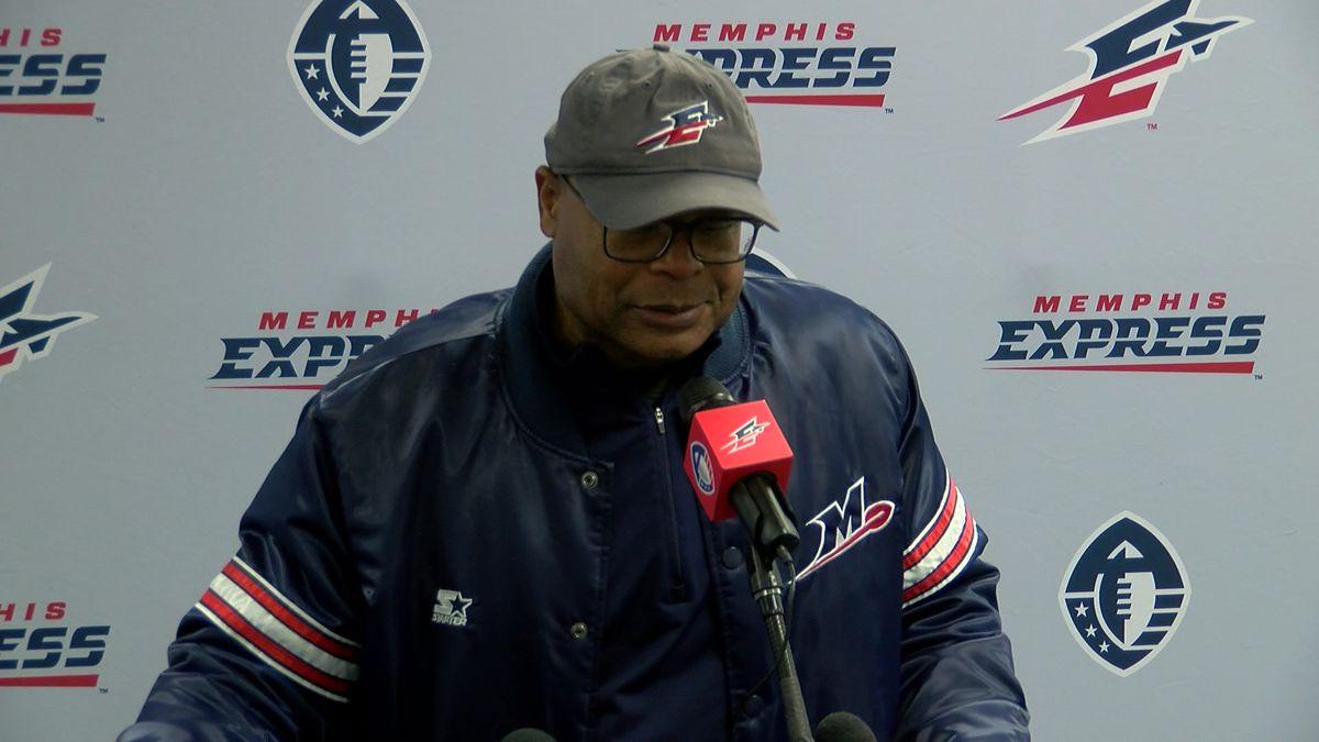 Memphis Express head coach Mike Singletary