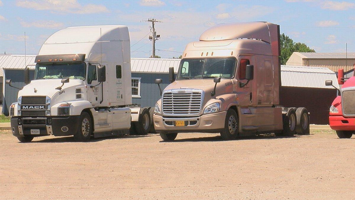 Las empresas de camiones como Landshark Logistics necesitan desesperadamente nuevos conductores...