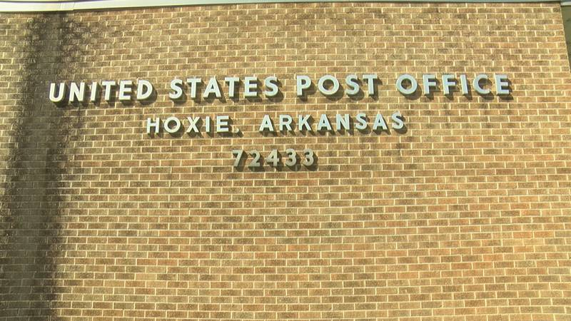 The mayor of Hoxie is risking jail time to make sure mail is delivered to residents.