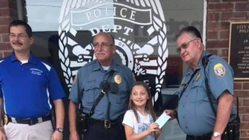 An Arkansas business made a $1,000 donation to Emma's lemonade stand for Shop With A Cop....