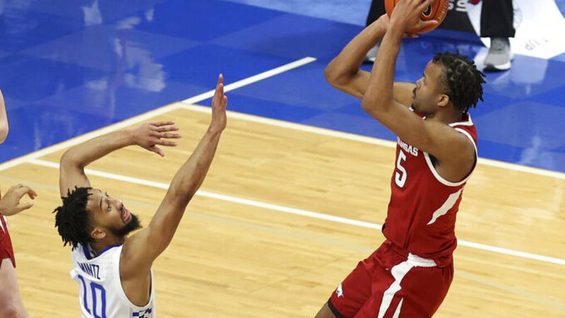 Arkansas' Moses Moody, right, shoots while guarded by Kentucky's Davion Mintz during the second...