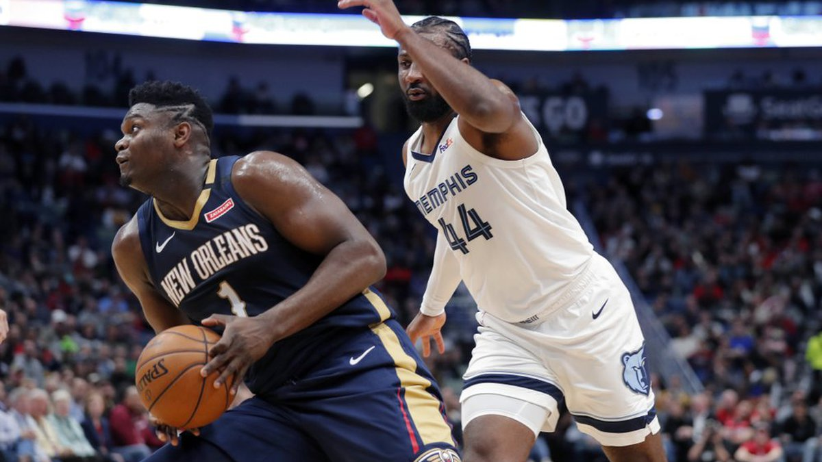 New Orleans Pelicans forward Zion Williamson (1) make a move to the basket next to Memphis...