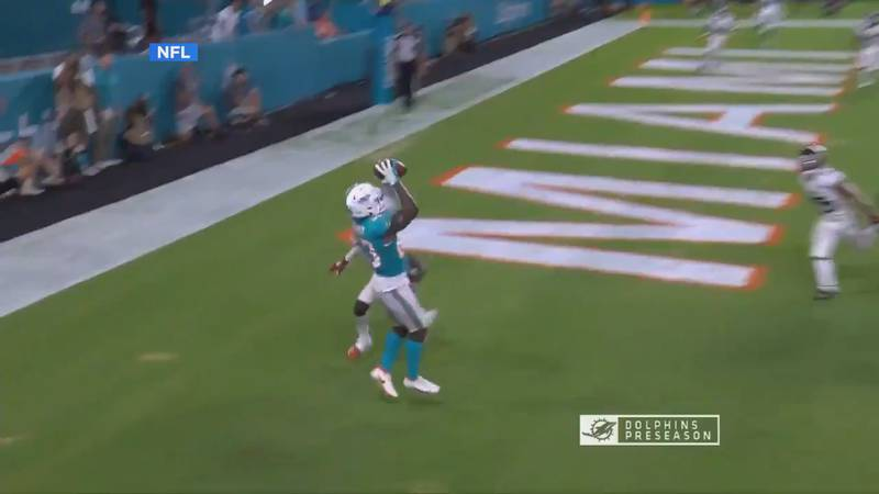 The A-State alum finished with 3 receptions for 34 yards and a score for the Dolphins Saturday.