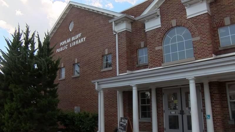 Poplar Bluff public library requiring masks to enter.