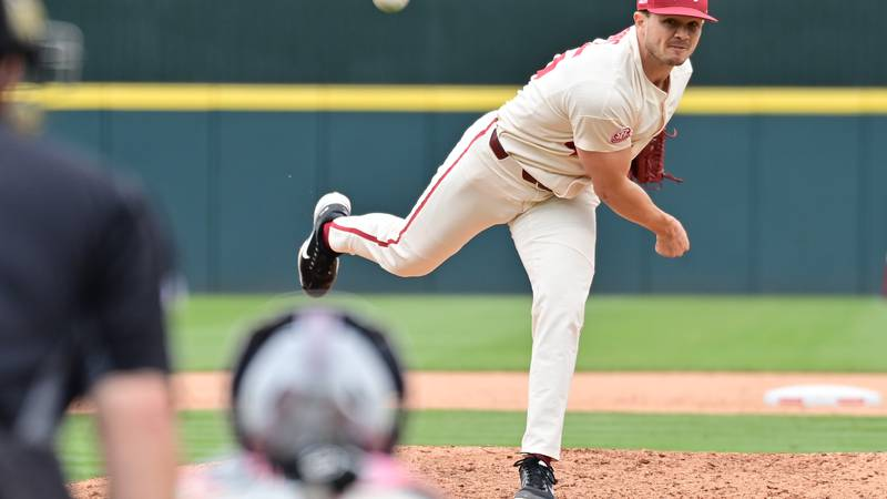 Arkansas picks up a series win with 5-3 victory Sunday