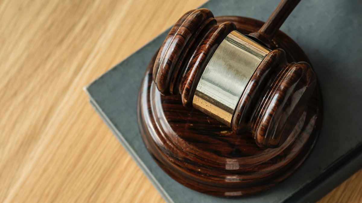 An Arkansas man has pleaded guilty to assaulting a flight attendant on a flight from Charlotte,...
