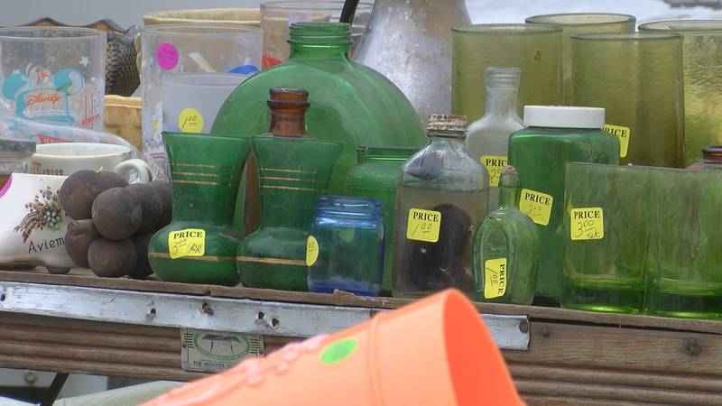 Community members participate in unofficial Highway 61 yard sale