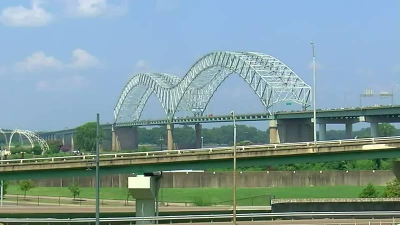 El puente que está de nuevo abierto también ayudará con las llamadas de los servicios médicos...
